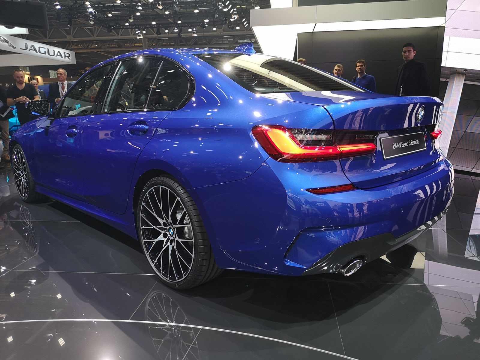 BMW iese pe piață cu noul model pentru seria 3