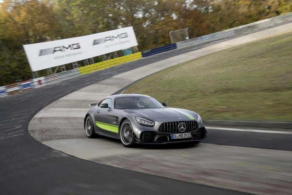 Mercedes AMG GT-R Pro a devenit rivala oficială a noului Porsche 911 (GALERIE FOTO)